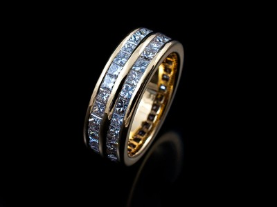Eternity Ring in 18kt Yellow Gold with a Double Row of Princess Cut Diamonds