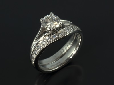Ladies Platinum Diamond Pavé Set Fitted Wedding Ring.