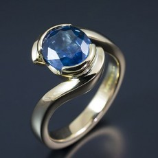 Oval 3.00ct Blue Ceylonese Sapphire in a 18kt Yellow Gold Semi Tension Set Twist Design