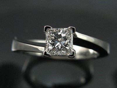 White Gold 18kt 4 Claw Twist Engagement Ring with a 0.45ct E SI1 Princess Cut Diamond