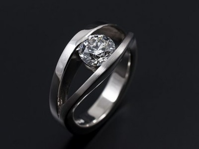 Round Brilliant 0.91ct F SI1 in a 18kt White Gold Semi Tension Setting