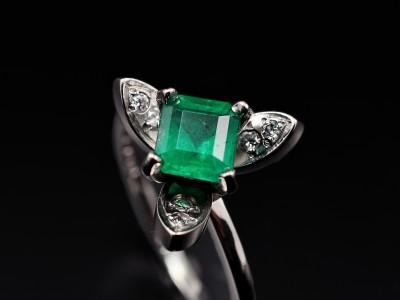 Emerald 0.84ct in a Platinum Tri Propeller Setting