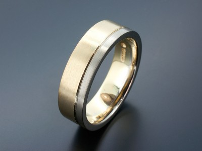 Gent's 18kt Yellow and White Gold Wedding Ring with Grooved Line in a Brushed Matt Finish.