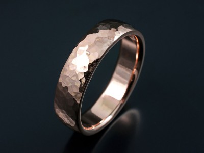 Hammered 18kt Red Gold Gents Court Shaped Wedding Ring