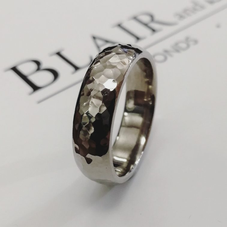Gents Wedding Ring 18kt White Gold Hammered Finish. 6mm Width Ring Size R.