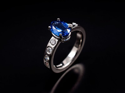 Oval Blue Ceylonese Sapphire 1.86ct set in 18kt White Gold with 8 x 0.08ct Round Brilliants Secret Set into Band
