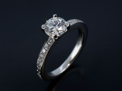 Round 0.90ct D Colour SI2 Clarity Triple Ex Grade in a 4 Claw Platinum Setting with Pavé Set Diamond Shoulders.
