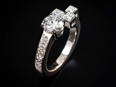 Round-Brilliant Cut 0.84ct H VVS2 in a Two Tone 18kt Gold Asymmetrical Cube and Pavé Setting