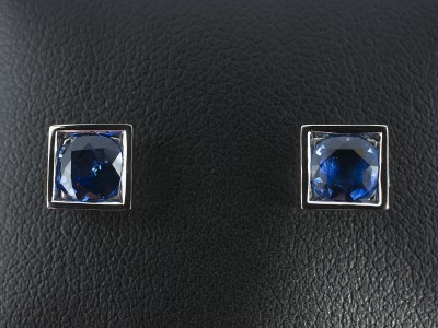 Round Sapphires 1.80ct in Square Rub Over Settings in 18kt White Gold.
