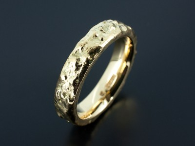 Wedding Ring in 18kt Yellow Gold with Reticulated Uneven Surface