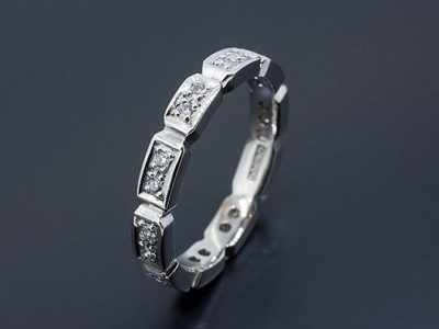 Ladies Wedding Ring 18kt White Gold with Pave Set Round Brilliant Diamonds in an Octagonal Repeating Pattern
