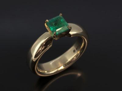 Asscher Cut Emerald 0.88ct 18kt Yellow Gold 4 Claw Halo Shank