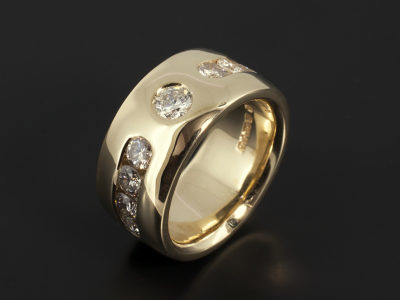 Dress ring in 18kt Yellow Gold with channel set round brilliant cut diamonds