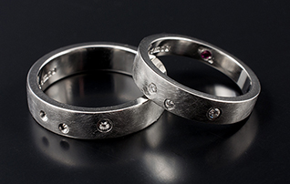 his and her wedding bands, matching couple wedding rings