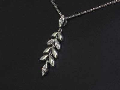 18kt White Gold Pavé Set Diamond Leaf Design Necklace, Round Brilliant Cut Diamond, 0.16ct (12) Spiga Chain Side View