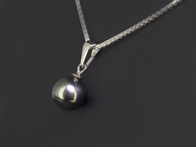 Silver Tahitian Pearl Pendant Design. Spiga Chain Side View