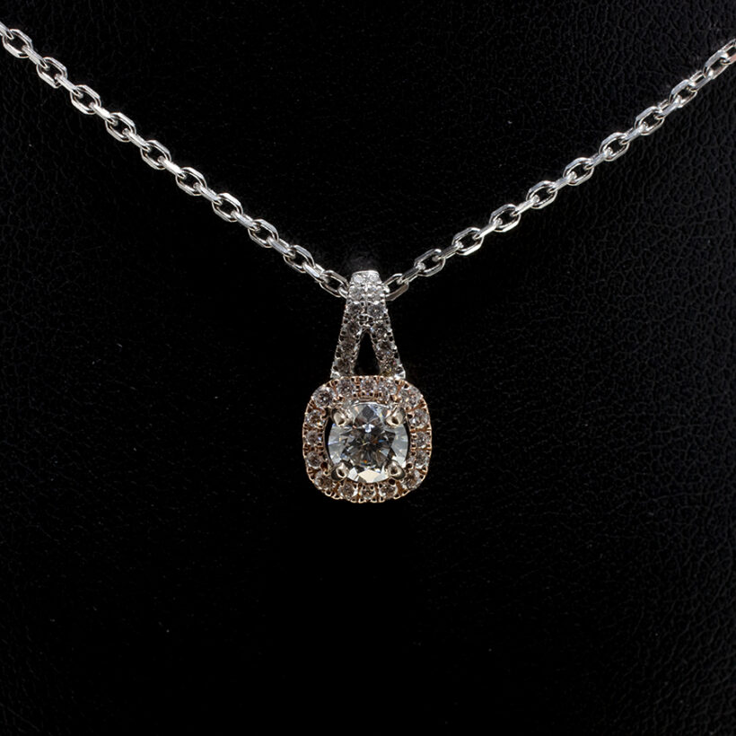 18kt White & Red Gold Claw Set Halo Design with Split Bale. 18kt White Gold Angled Filed Trace Chain. 18 Inch