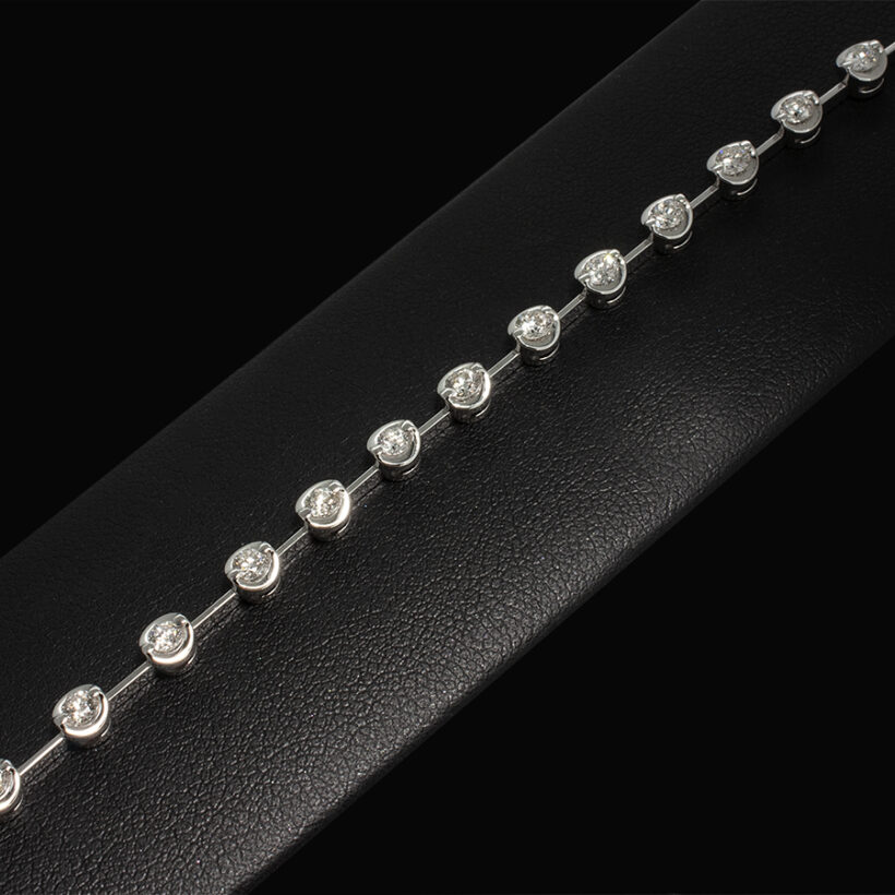 18kt White Gold 2 Claw Set Tennis Bracelet. Bar Section Between Settings, Round Brilliant Cut Diamonds, 1.50ct (22) HSI
