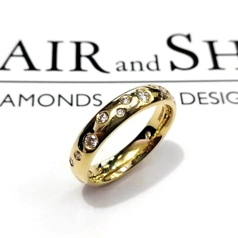18kt Yellow Gold 4mm Scattered Diamond Design Ladies Ring, Round Brilliant Cut Diamonds, 0.30ct (16). F Colour, VS Clarity Minimum